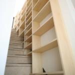 子世帯~屋上階段の書棚